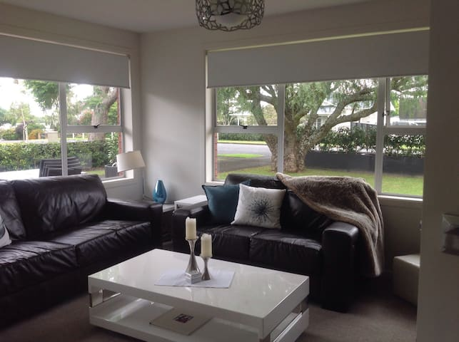 2BD with 2 bathrooms close to Airport