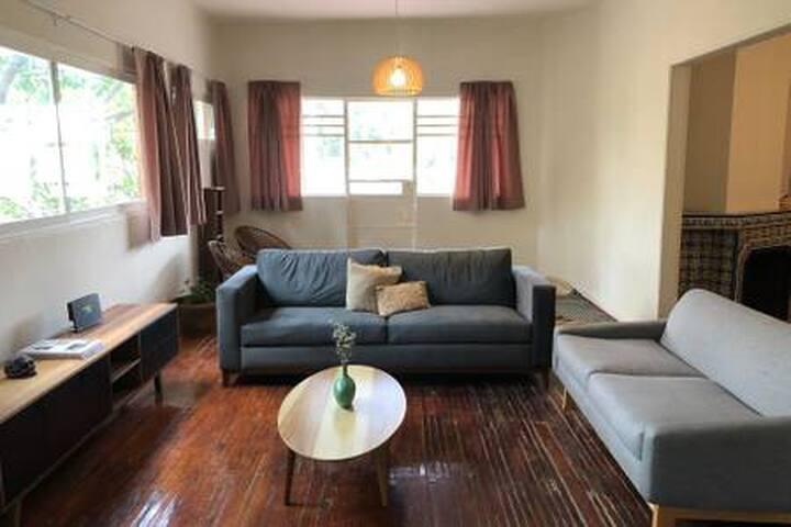 Comfortable, cozy & lots of light! (Queen Room)
