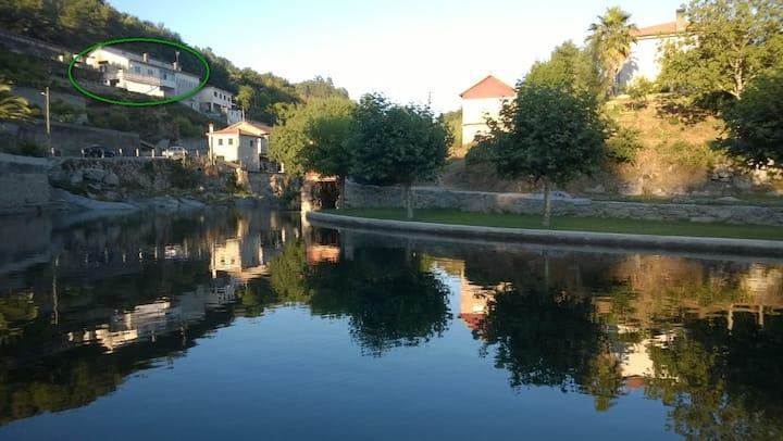 Maison au village avec magnifique vue sur rivière