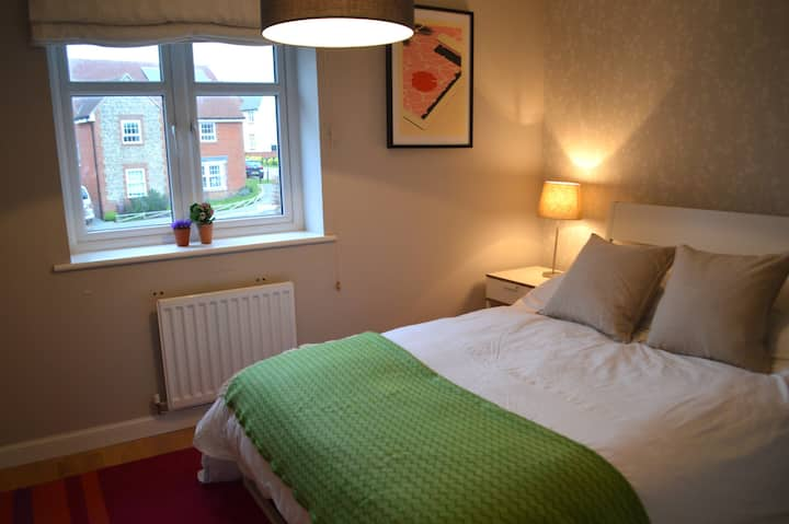 Bright modern cosy double room in Clanfield