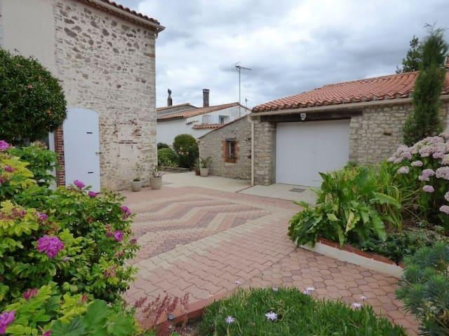 Maison en pierre entièrement rénovée Vendée - Chantonnay - Hus