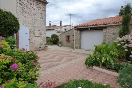 Maison en pierre entièrement rénovée Vendée - Chantonnay - Haus