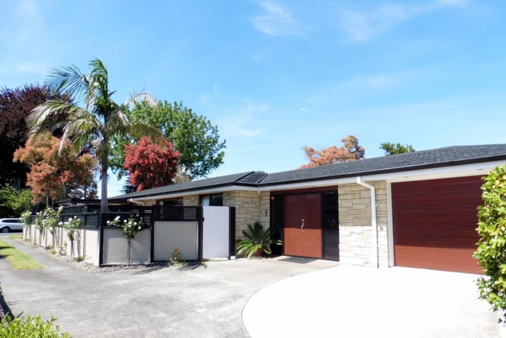 Modern home fully insulated and car space available.