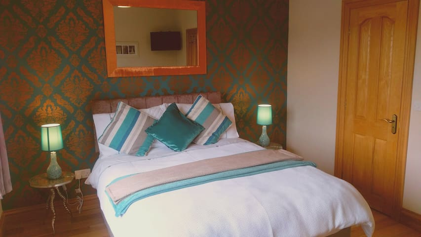 A beautifully decorated room with a peaceful  feel