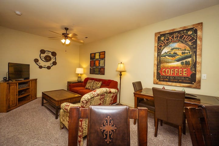 1 King Bed, 1 Bath Golf Condo with Jetted Tub, Full Kitchen