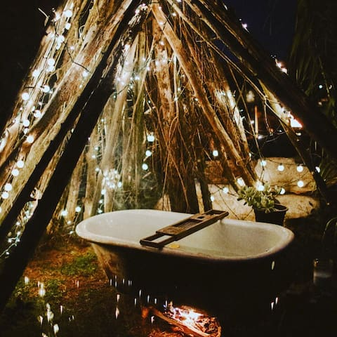 cast iron hot tub in a teepee- please note this amenity is closed during winter December - February —also rain dependent RESERVE WITH BOOKING (for the night) no extra fee — ******* it must be inquired about + started before 7PM~ ready to soak @ 8!