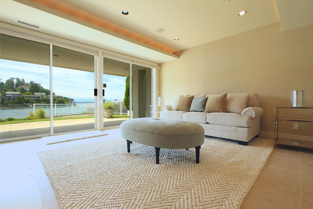 Living room with patio/beach access