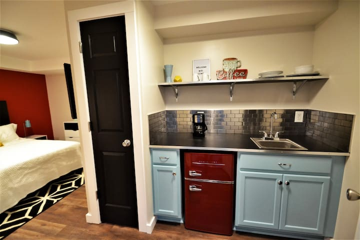 Spacious room with retro inspired kitchenette