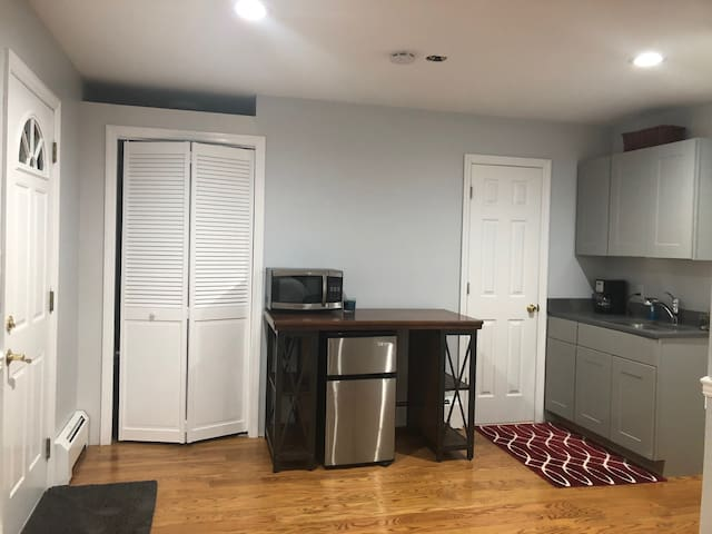 The door on your right is a private entrance for you. It is a private studio. The door on the right is the bathroom. Washer and dryer coming soon.
