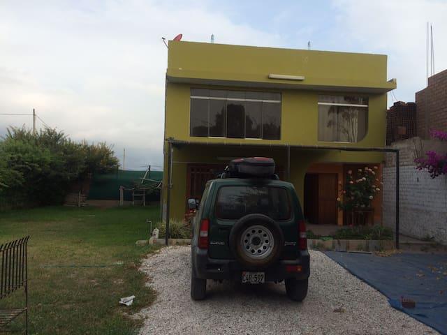 Casa de campo cerca al mar - Lima - House
