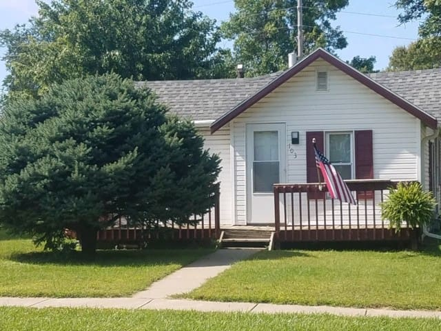 Private 3 Bedroom updated home in great location