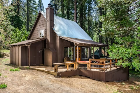Strawberry Bungalow in the pines