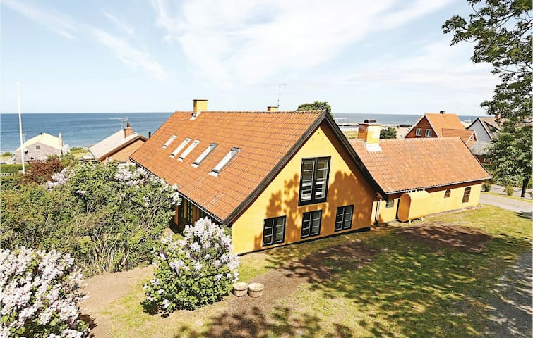 Holiday apartment with 2 bedrooms on 77 m² in Allinge