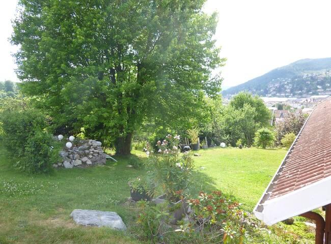 Maison au calme à 2 pas du centre ville vue lac