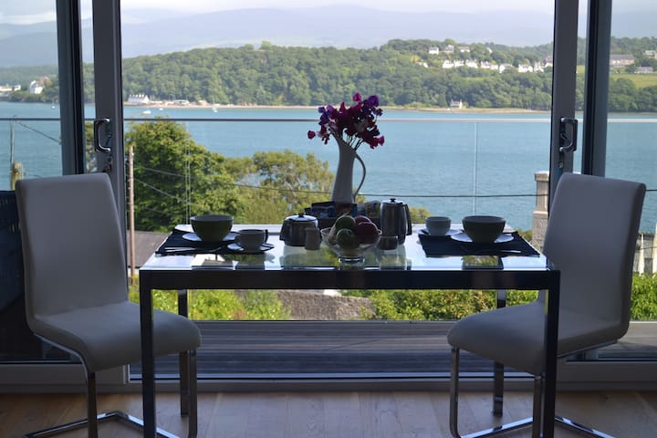 B&B Superb views over Menai Straits & Snowdonia