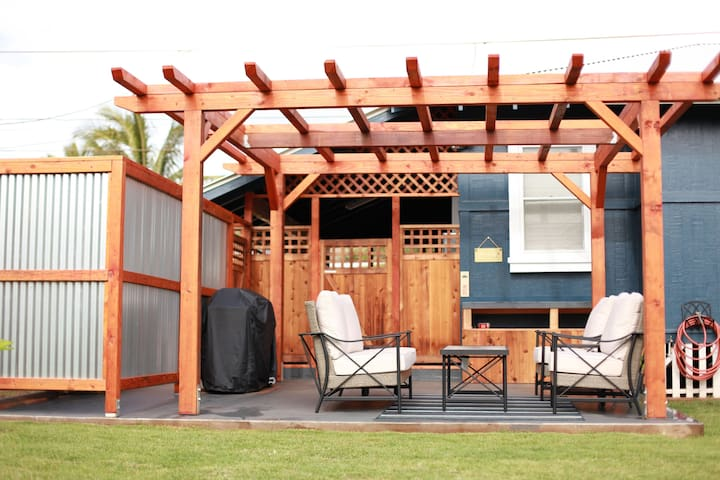 BBQ Area/Outdoor Shower/Tub