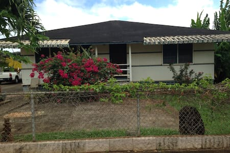 Waialua, private room along bike path to beach - House