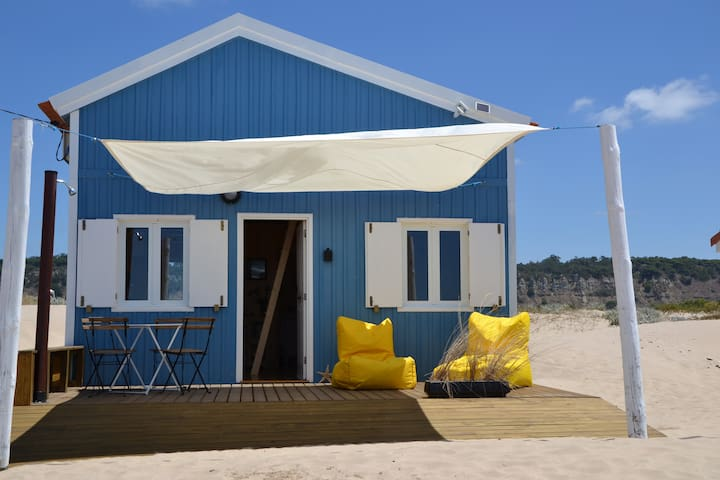 Traditional Beach House a few minutes from Lisbon