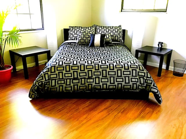 *Beautiful, Modern Room & House w/ Great company! - Jacksonville - Dom