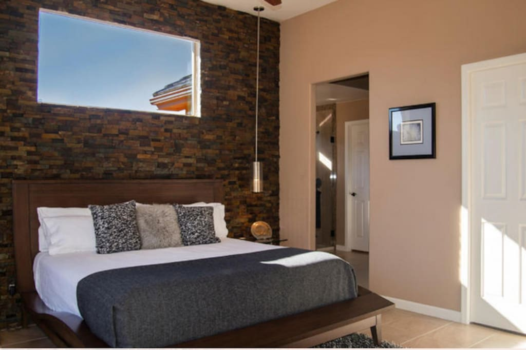 Master Bedroom - King Bed with Ensuite Bath
