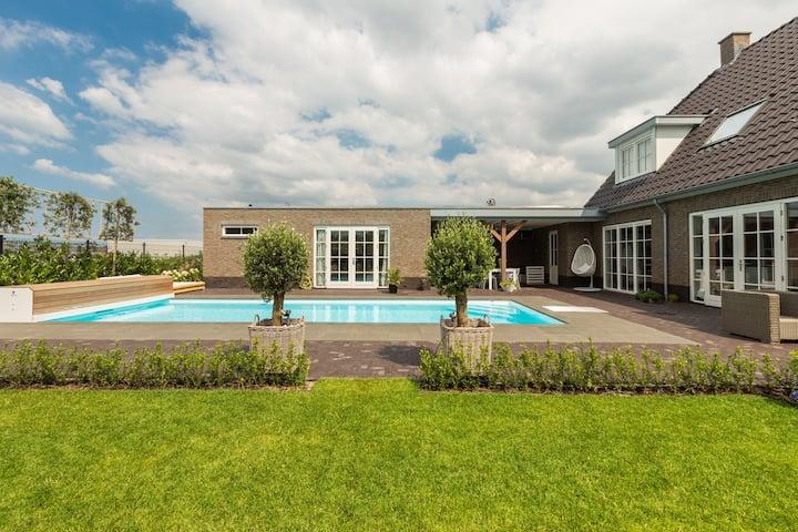 Gastenverblijf met zwembad nabij Rotterdam & Delft