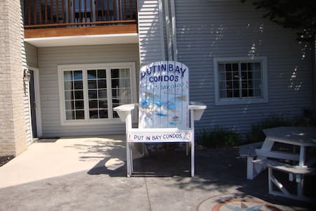 Original Poolview Condo, Newly Remodeled - Sleeps 8 - 2 Bedroom 2 Full Bath - Put-in-Bay Poolview Condo #5