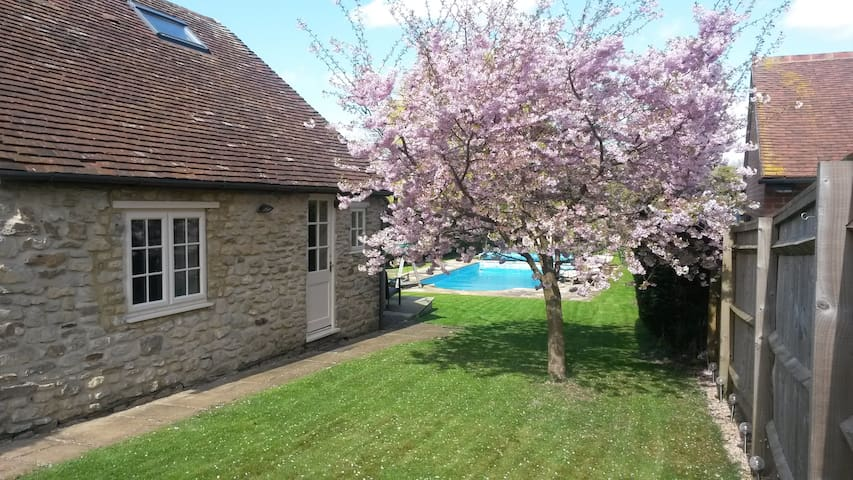 Blossom Cottage - Wheatley - Overig