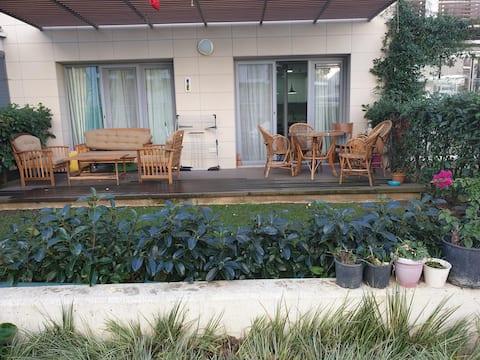 Przytulne, spokojne mieszkanie z ogrodem.