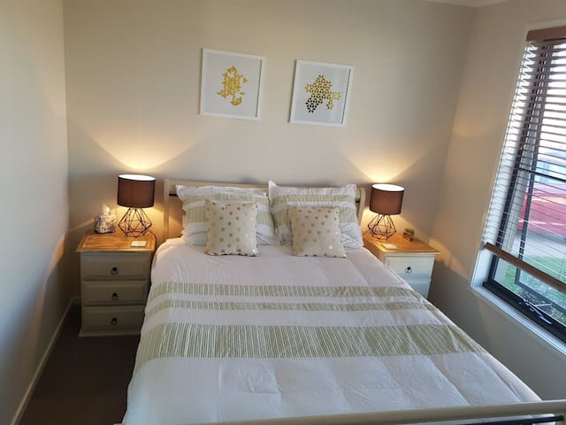 Private quiet rooms in Caloundra - WIFI available - Caloundra West - Hus