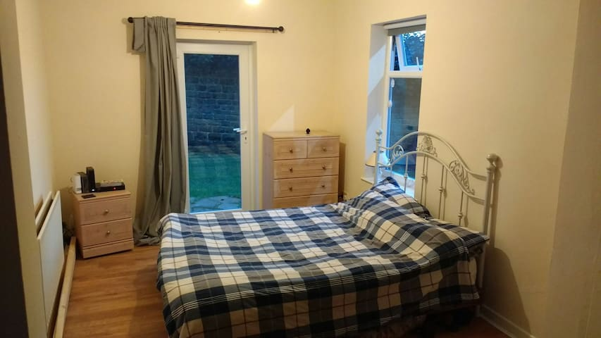 Private Double Room,5 Mins Walk High Sch,Tram Stop - Nottingham, England, GB - Apartament