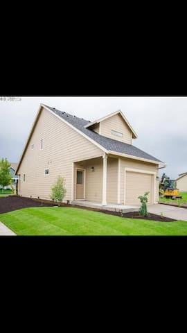 Brand new home 3 bed 2 1/2 bath - Silverton