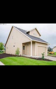Brand new home 3 bed 2 1/2 bath - Silverton - Talo
