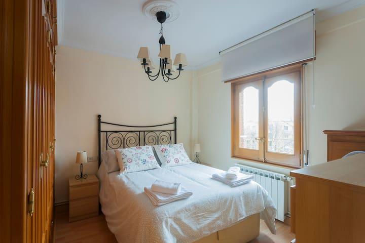 Tranquilo y cómodo apartamento en Madrid 5PAX