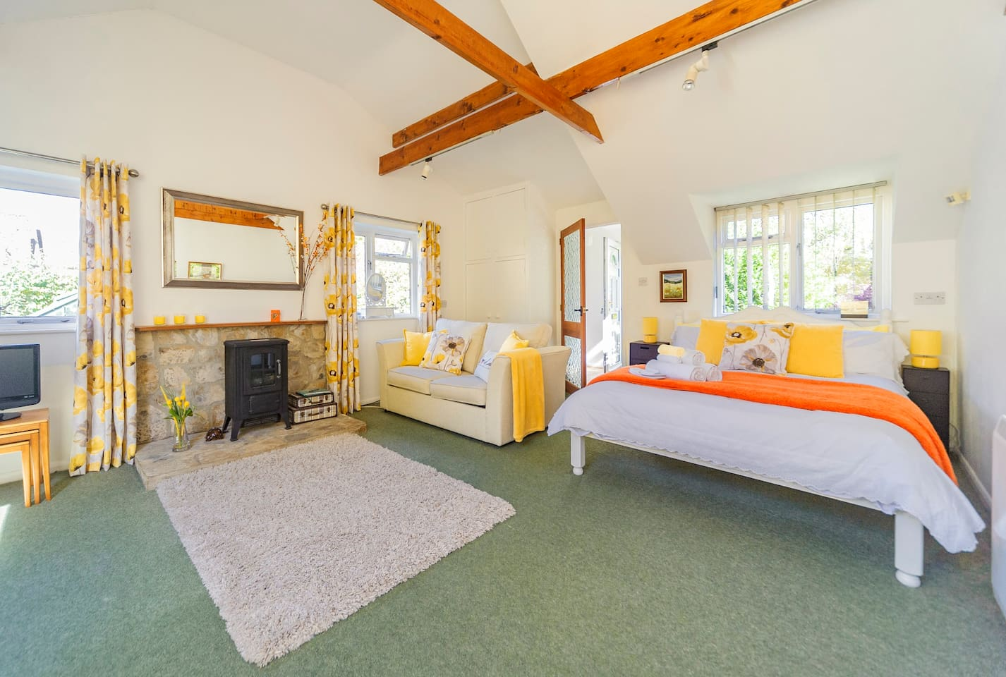 Fresh and bright large bed sitting room