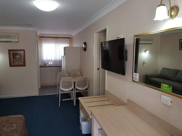 Family Suite(Adjoining Room)