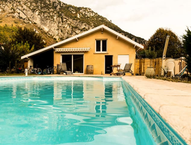 Cosy house in the earth of Pyrénées - Surba - Bungalo