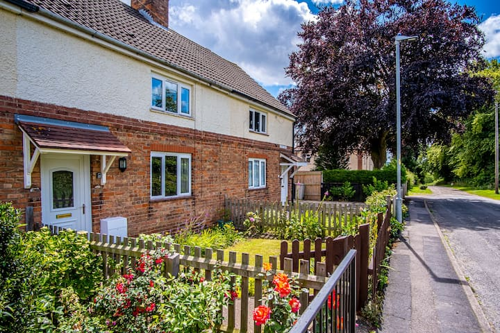 Self-catering, dog-friendly house in Louth