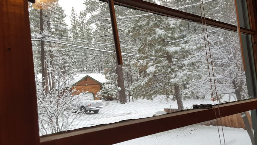 The Cozy Cabin. where you can relax & enjoy nature - Big Bear City - House