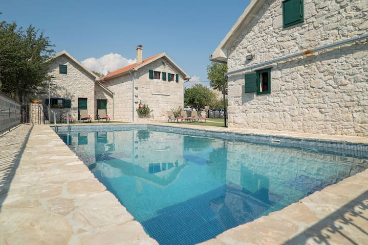 ctim304-Villa with Pool 7+1 Person and three renovated stone houses in Imotski-Makarska