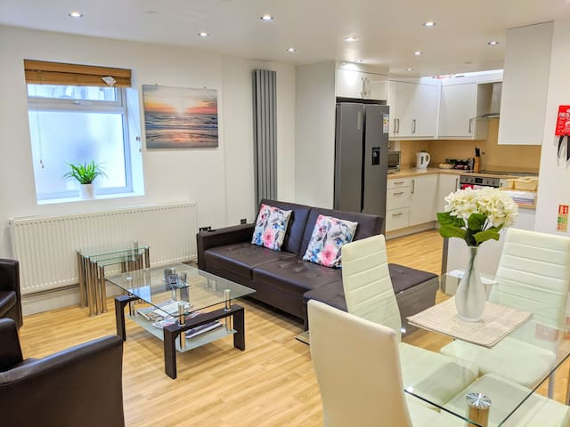 New stylish 2-bed flat in Kingston by RichmondPark