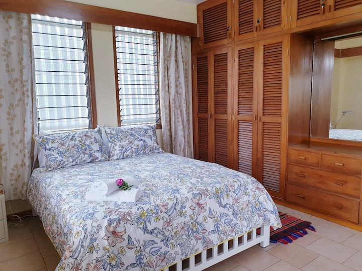 Condo- sleeps 3, Quiet place, Near City & Port.