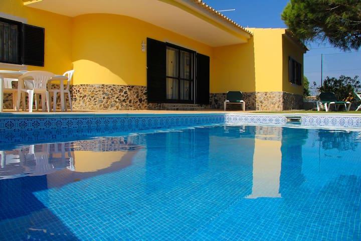 Quinta Vita- Pera- vila  piscina privada e jardim
