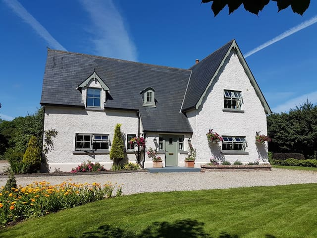 Warm, Cosy and Charming Country Cottage in Fenagh - Carrick-On-Shannon - Casa