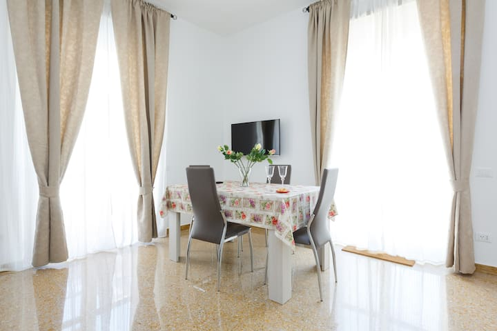 Cozy flat close to Vatican Museums & S. Pietro - Rome - Appartement