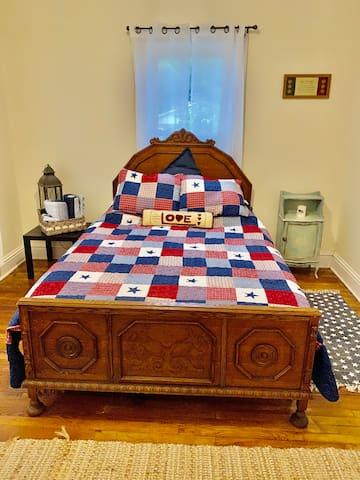 Queen bed- 'Merica!