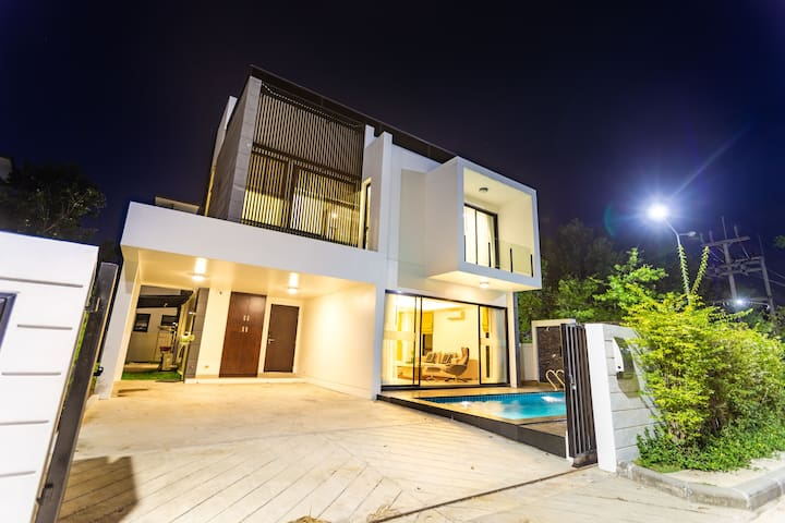Light&Hope. 5 Bedrooms Pool Villa Laguna Park