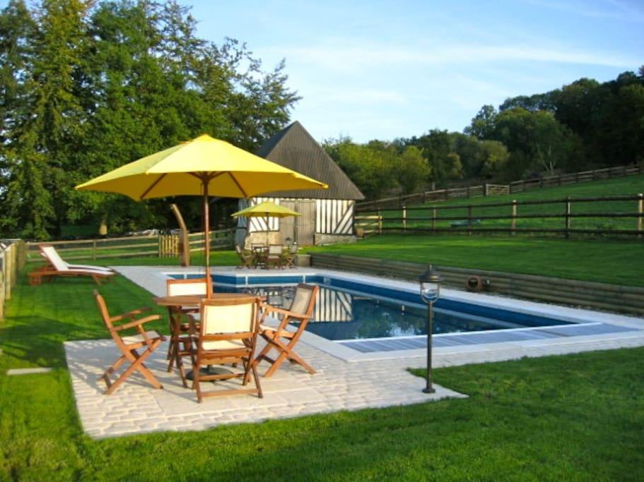 Chambre d 39 h tes avec piscine chauff e et jacuzzi bed for Chambre d hotes basse normandie