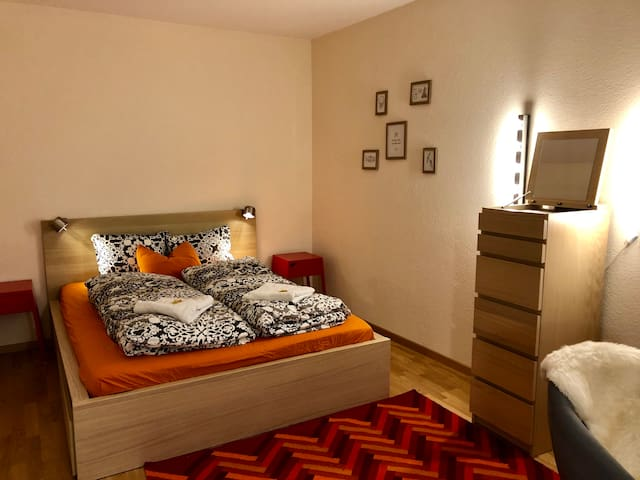 Minimalist Room, Old Town, 3min to Bern station