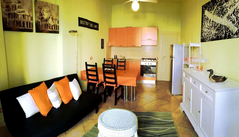 Piccolo e grazioso appartamento a 2 passi dal mare - ปิเอทราซานตา - อพาร์ทเมนท์
