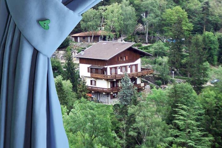 BnB L'Helleboro Blu tra i boschi a Viggiù